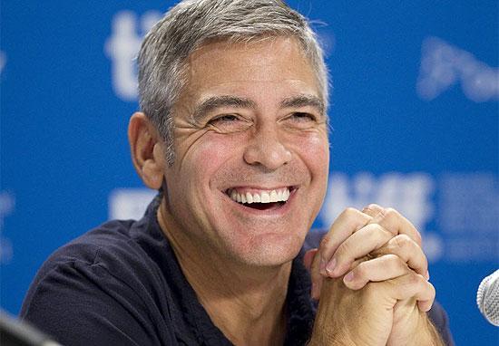 """George Clooney durante entrevista coletiva no Canadá para lançamento do filme """"The Descendants"""""""