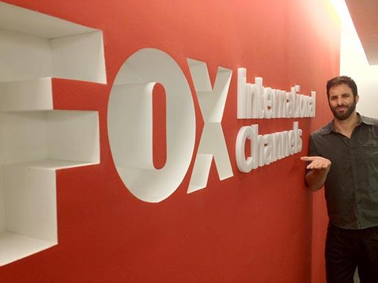 Rafinha Bastos posta no Twitter foto na entrada da Fox