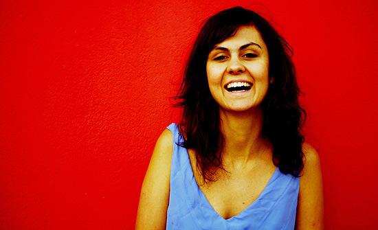 """A cantora Marina Wisnik, que lança nesta semana o primeiro álbum, """"Na Rua Agora"""""""