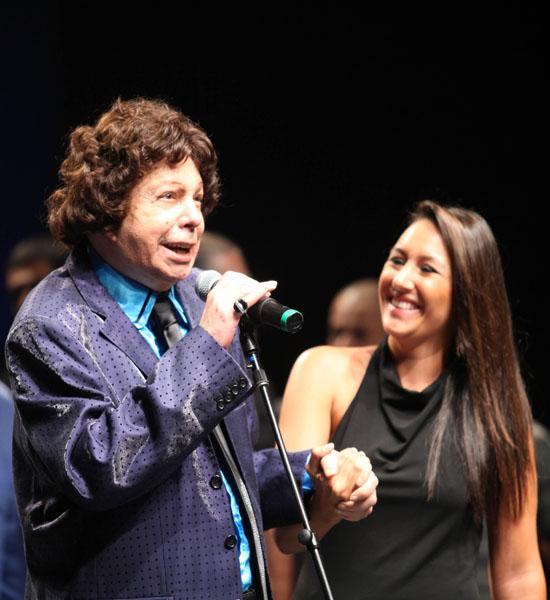 Cauby Peixoto durante a cerimônia de entrega dos prêmios da Associação Paulista dos Críticos de Arte