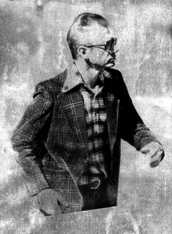 O escritor Dalton Trevisan, vencedor do Prêmio Camões, que não se deixa fotografar, em uma de suas raras imagens