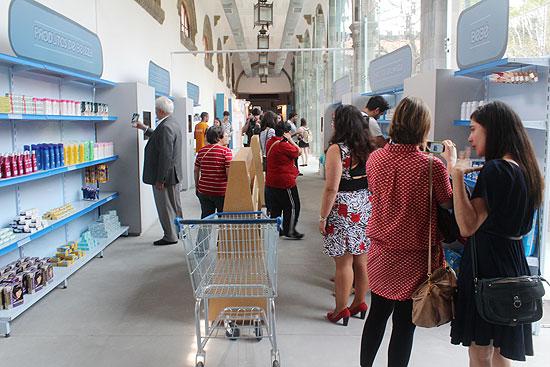 Espectadores em mostra do Ibope, que tem supermercado com marcas mais lembradas