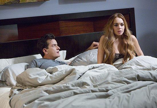 """Charlie Sheen e Lindsay Lohan em cena de """"Todo Mundo em Pânico 5"""""""