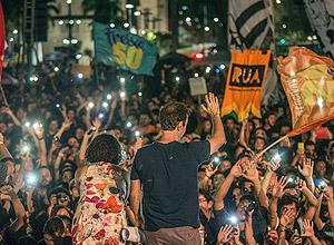 Marcelo Freixo e a candidata a vice em sua chapa, Luciana Boiteux, em comício na Lapa, no Rio