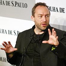 """""""Você não deve apenas copiar o que está ali"""", disse Jimmy Wales sobre a Wikipédia"""
