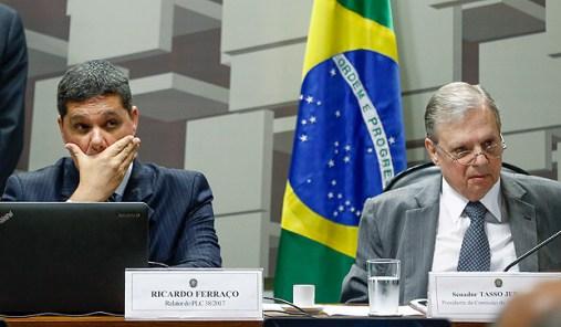 BRASILIA, DF, BRASIL, 06-06-2017, 10h00: Reunião da CAE (Comissão de Assuntos Econômicos) do Senado, durante votação do projeto da Reforma Trabalhista. O senador Tasso Jereissati (PSDB-CE) preside a comissão e o relator da reforma é o senador Ricardo Ferraço (PSDB-ES). (Foto: Pedro Ladeira/Folhapress, PODER)