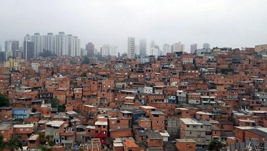 Paraisópolis, segunda maior favela de São Paulo, é vizinha de área nobre