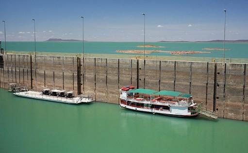 Barcos próximos à barragem de Sobradinho, da Chesf (Eletrobras)