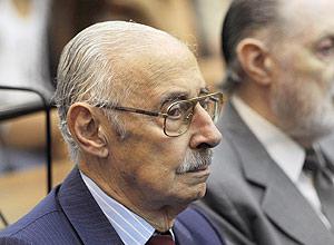 Ex-ditador argentino Jorge Videla participa de início de julgamento por sequestro de bebês em Buenos Aires