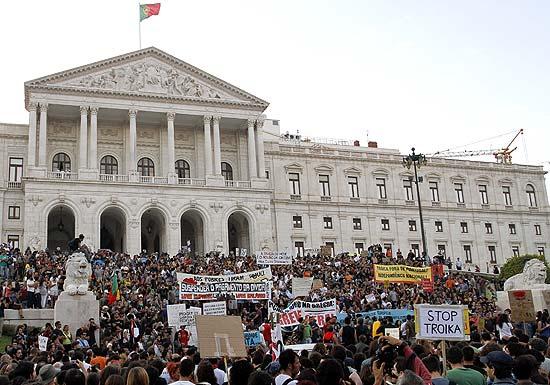 Cerca de 20 mil pessoas foram às ruas de Lisboa e ocuparam as escadarias do Parlamento português