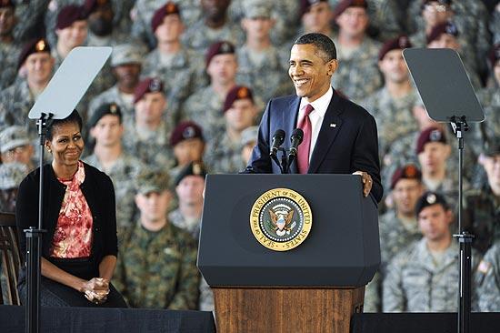 Presidente americano, Barack Obama, fala a soldados em hangar de Fort Bragg