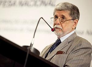 O ministro da Defesa, Celso Amorim, fala em seminário