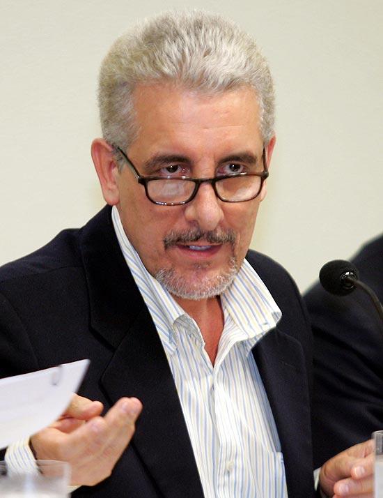 O ex-diretor do Banco do Brasil Henrique Pizzolato, quando depôs na CPI dos Correios, em 2005
