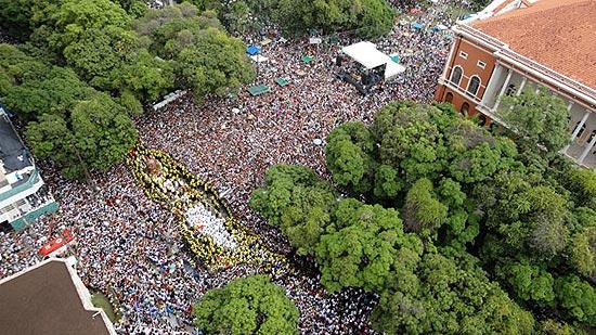 Cerca de 2 milhões de pessoas, segundo o Dieese, participaram neste domingo do Círio de Nazaré, em Belém