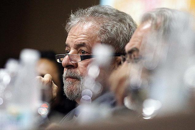 Em evento de sindicalistas do ramo financeiro, Lula comentou a fala de FHC no programa do PSDB
