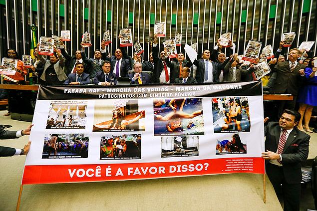 Deputados da bancada evangélica fazem protesto na Câmara dos Deputados