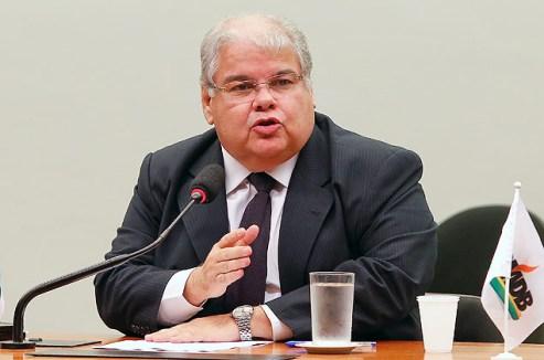 Deputado Lúcio Vieira Lima diz que medida é 'um pedido da sociedade, não é de PMDB, de PT