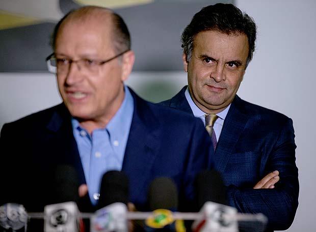 SÃO PAULO, SP, BRASIL, - 28-04-2016: O governador de SP Geraldo Alckmin e o senador Aecio Neves (PSDB) em entrevista apos reuniao no Palacio dos Bandeirantes. (Diego Padgurschi /Folhapress - PODER)