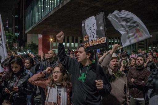 Manifestantes em ato contra o presidente Michel Temer, na avenida Paulista, nesta última quarta (17)