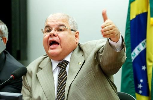 O deputado Lúcio Vieira Lima (PMDB-BA), presidente da comissão especial da reforma política