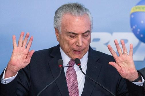 BRASILIA, DF, BRASIL, 27-06-2017, 15h30: O Presidente Michel Temer, faz discurso acompanhado de Deputados Federais, no Palacio do Planalto, em Brasilia. (Foto: Eduardo Anizelli/Folhapress, PODER)