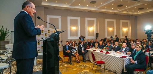 O governador de São Paulo, Geraldo Alckmin, durante palestra em Porto Alegre