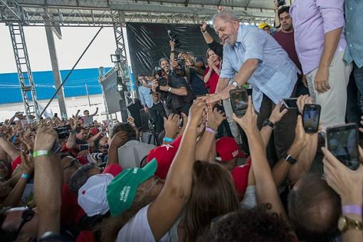 Resultado de imagem para 'País não nasceu para ser a merda que é', diz Lula na Bahia