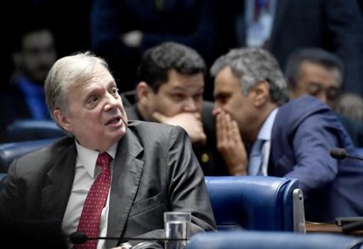 BRASILIA, DF, BRASIL, 24-10-2017, 17h: Aécio Neves (PSDB-MG) e Tasso Jereissati (PSDB-CE) durente sessão no plenário do Senado nesta terça-feira. (Foto: Mateus Bonomi/Folhapress, PODER)