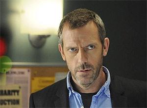 """Em """"House"""", soluções para os casos mais cabeludos surgem quando médico Gregory House (Hugh Laurie) se distrai"""