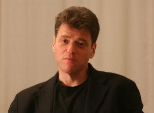 """O historiador Andrew Keen, autor de """"Vertigem Digital"""""""