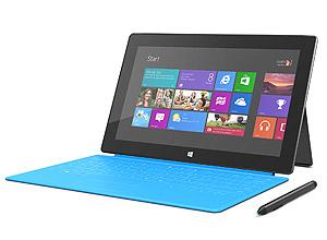 Tablet Microsoft Surface Windows 8 Pro com a Touch Cover, uma das capas com teclado embutido compatíveis