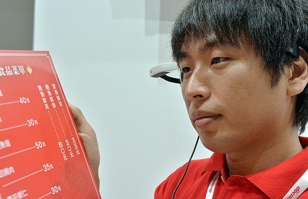 Óculos expostos na feira de eletrônicos Ceatec, no Japão, ajudam a traduzir cardápios para turistas