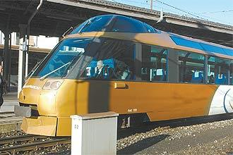 Trem dourado da GoldenPass circula por trilhos em picos de até 1.274 metros de altitude num passeio de cerca de quatro horas