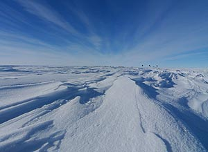 Capa de gelo perto das montanhas Gamburtsev, na Antártida