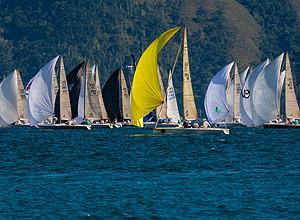 Barcos competem em Ilhabela