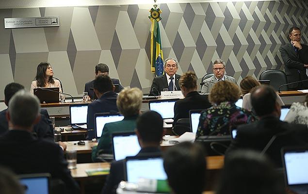 Sessão do Senado que aprovou relatório a favor do impeachment de Dilma Rousseff, no dia 4