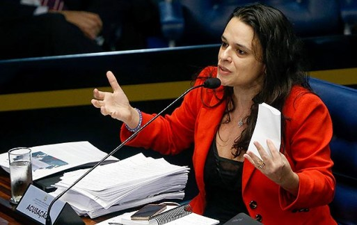 A advogada Janaina Paschoal durante julgamento de Dilma Rousseff no Senado, em 2016