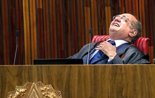 O ministro Gilmar Mendes no plenário do TSE (Tribunal Superior Eleitoral) durante o 4 º e último dia de julgamento da ação que pede a cassação da chapa Dilma-Temer,