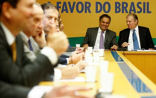 Os senadores tucanos Aécio Neves e Tasso Jereissati, presidente interino do PSDB, durante reunião da executiva do partido em Brasília