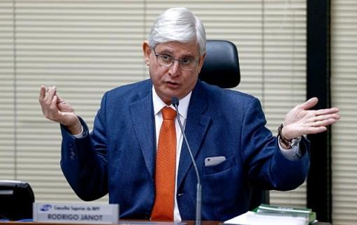 Rodrigo Janot abre investigação e diz que colaboração premiada da JBS poderá ser cancelada durante pronunciamento em Brasília