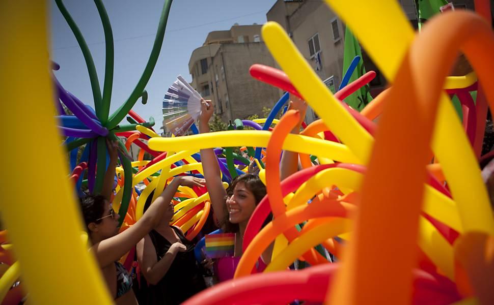 Israelenses participam da Parada do Orgulho Gay pelas ruas de Tel Aviv, Israel  Leia mais