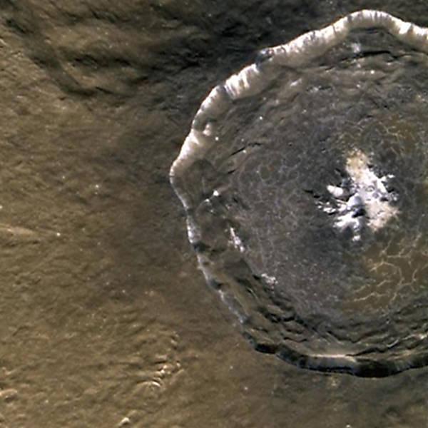 Cratera Degas, formada por um impacto contra a superfície de Mercúrio (Foto: Messenger / NASA)