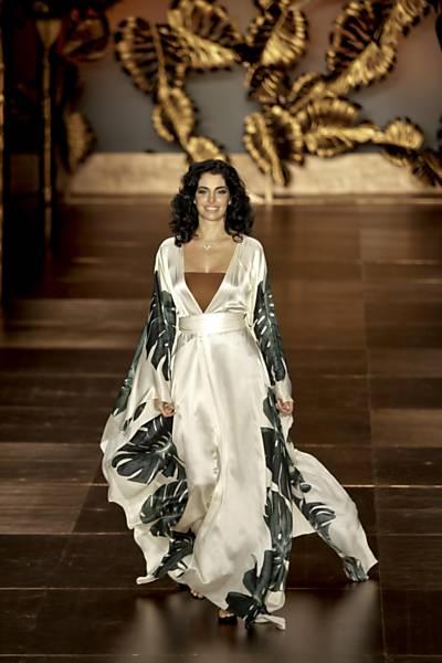 Grife Adriana Degreas apresenta coleção verão 2012 no quinto dia da SPFW