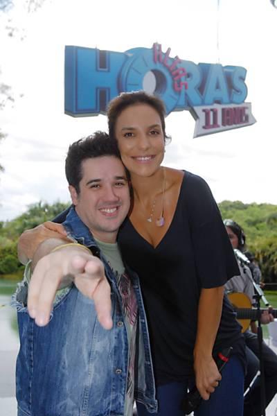 """Ivete Sangalo e Rogério Flausino na gravação do especial de aniversário do """"Altas Horas"""" em Inhotim (MG)"""