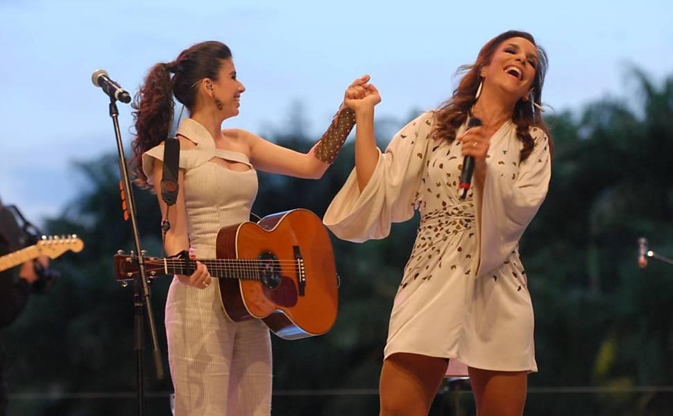 """Paula Fernandes e Ivete Sangalo fizeram dueto da canção """"Quando a Chuva Passar"""""""