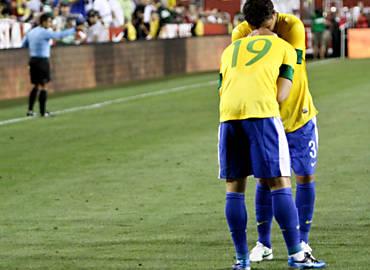 Thiago Silva e Pato (19), em amistoso da seleção