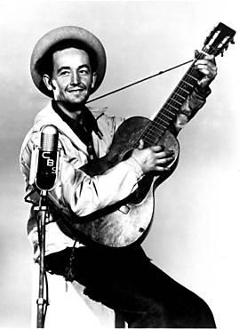 Woody Guthrie, cujo centenário se celebrou em 2012, em foto de 1944