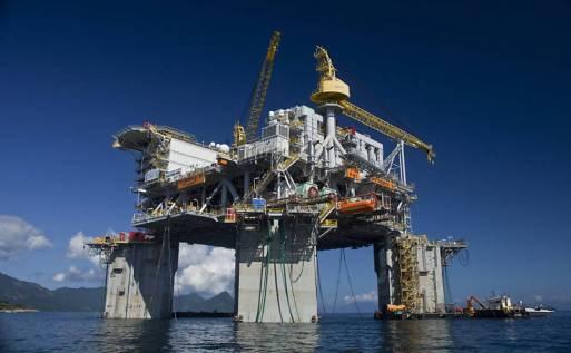 Resultado de imagem para Funcionários de 40 plataformas da Petrobras ameaçam greve