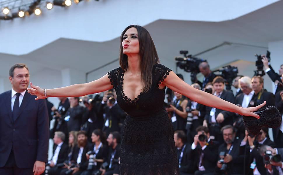 """A atriz italiana Maria Grazia Cucinotta prestigia lançamento de """"Everest"""" em Veneza"""