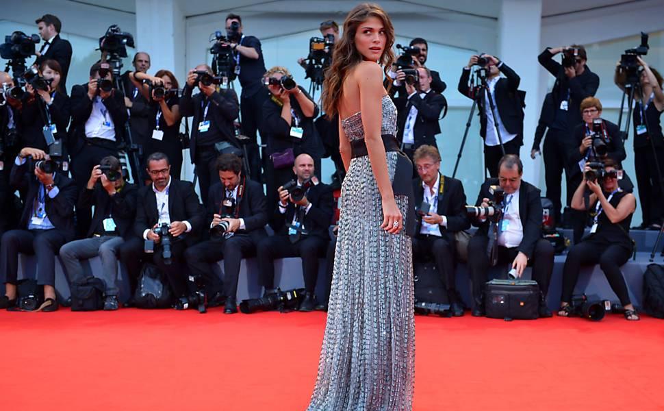 A modelo e atriz italiana Elisa Sednaoui é a anfitriã do Festival de Veneza